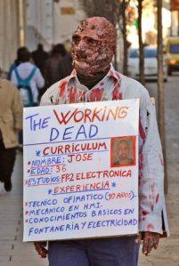 parado disfrazado de zombie por las calles de badajoz.